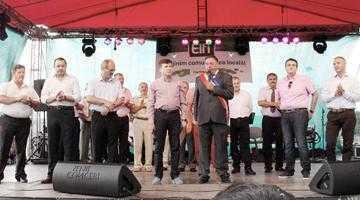 Taraful Tudor Gheorghe a cântat şapte ore neîntrerupt la prima ediţie a zilei comunei Albota 5