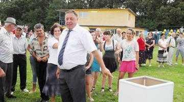 Taraful Tudor Gheorghe a cântat şapte ore neîntrerupt la prima ediţie a zilei comunei Albota 7