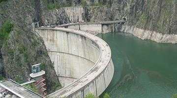 Copil în comă, după ce a căzut pe trepte la barajul Vidraru 4