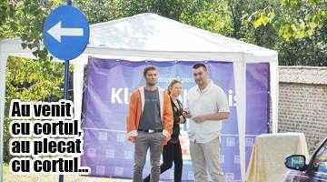 Culmea proastei inspiraţii...  PNL şi PDL s-au făcut de râs, cerşind semnături pentru Iohannis la Sărbătorile Argeşului 5