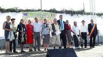 Cu ocazia zilei comunei Lunca Corbului, primarul Gheorghe Drăgan a premiat 9 cupluri care au împlinit 50 de ani de căsătorie 5