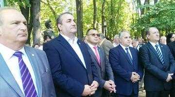 Senatorul Iulian Cristache, donaţie de aproape 7.000 de cărţi pentru elevii români din Găgăuzia 7