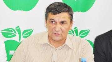 Primarul Baicea de la Costeşti fuge  de fotografii ca diavolul de tămâie 6