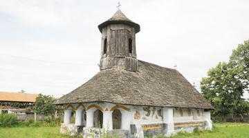 Biserica de lemn din satul Cătane, monument istoric din Lunca Corbului, vechi de 400 de ani 5