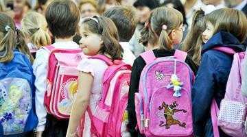 """Începe distribuirea """"Primului ghiozdan"""" pentru elevii de la clasa zero 3"""