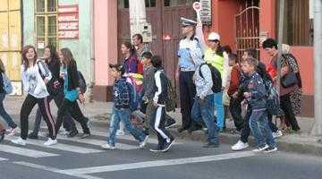 Peste 450 de polițiști la deschiderea noului an școlar în Argeș 3