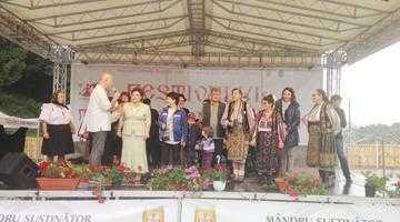 Mii de participanţi la Festivalul Tradiţii Argeşene de la Corbeni 2