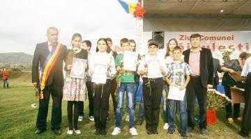 Cu ocazia zilei comunei Băiculeşti, primarul Dragnea a premiat cuplurile care au împlinit  50 de ani de căsătorie şi elevii performeri din localitate 5