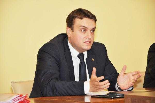 """Suspiciune de vot fotografiat la o secţie de la Universitatea """"Brâncoveanu"""". PLR Argeş acuză ACL fără dovezi 5"""