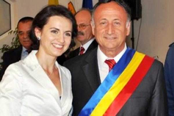 Primarul şi fiica cea mare, chemaţi la DNA Bucureşti să asiste la percheziţia propriilor calculatoare 6
