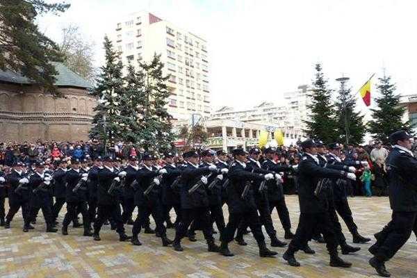 Paradă cu tehnică militară la Pitești de Ziua Naţională a României 5