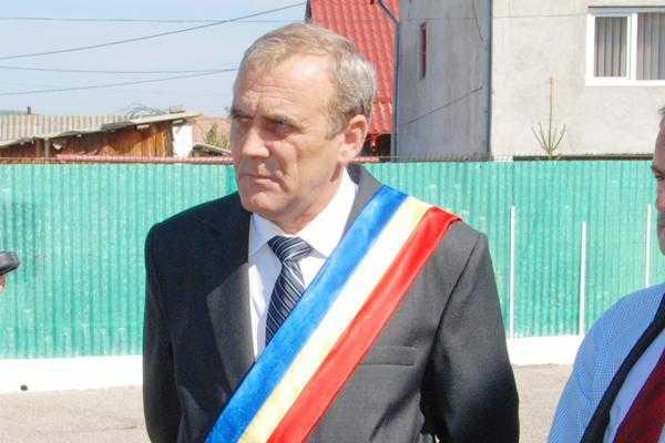 Primarul din Mioveni decretează două zile de doliu în memoria comandorului Claudiu Crăcănel 6