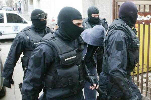 Şase persoane arestate preventiv într-un dosar de cămătărie şi şantaj de peste un milion de euro 5