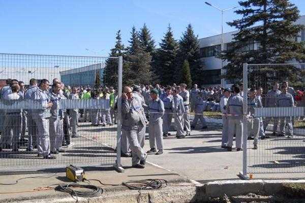 Proteste la Dacia: Sindicatul cere +15% creştere salarială şi primă de rezultat cu 65% mai mare, administraţia refuza 4