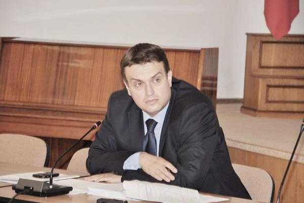 Prefectul Oprescu infirmă că va pleca la Ministerul Muncii 5
