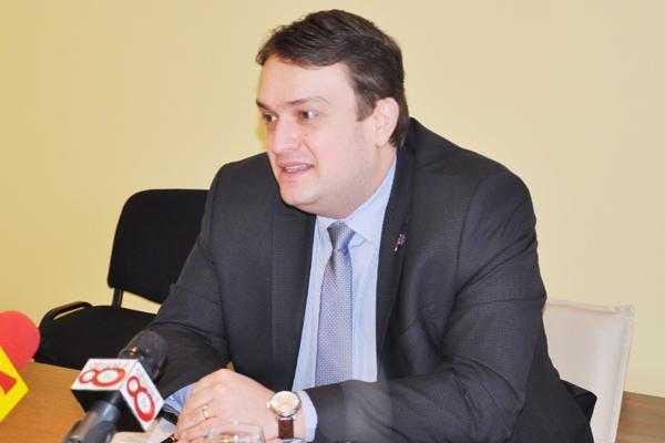 """Prefectul Oprescu: """"Cei de la OMV Petrom informează de multe ori cu întârziere atunci când poluează"""" 4"""