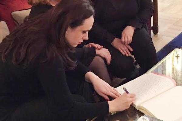Simona Bucura Oprescu a semnat în cartea de condoleanţe de la Ambasada Franței 5