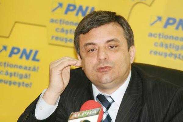 """Liberalul Adrian Miuţescu: """"Imaginea CJ Argeş trebuie apărată şi spălată"""" 5"""