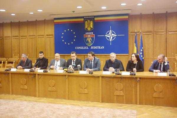 Ministrul dialogului social, Liviu Pop a venit la Pitești pentru a-și lăuda colegii parlamentari 5