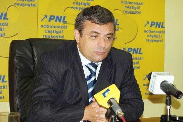 PNL Argeş vrea încetarea mandatelor consilierilor locali şi judeţeni traseişti 5