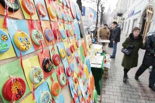 Vânzătorii de mărțișoare interziși în centrul Piteștiului 4