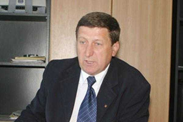 Liderul Sindicatului Arpechim i-a înmânat ministrului Pop, în prezența prefectului, o solicitare de salvare a rafinăriei 2