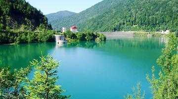 Barajul Râuşor, unul dintre cele mai mari din ţară, cu o înălţime de 120 de metri 3