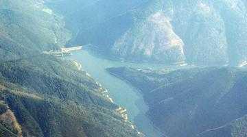 Barajul Râuşor, unul dintre cele mai mari din ţară, cu o înălţime de 120 de metri 5