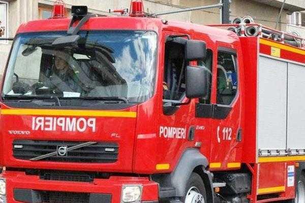 Explozie într-un bloc din Mioveni, o persoană a fost rănită 3