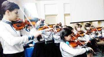 Copii din orchestra Doina Cârcinovului reînvie o tradiţie a comunei Priboieni 5