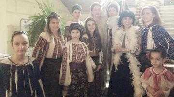 Eveniment marca Lavinia Năstase. Defilare de costume  populare seculare  la Muzeul Judeţean 5