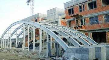 Firmele care construiesc noua gară a Piteştiului folosesc muncitori la negru 4