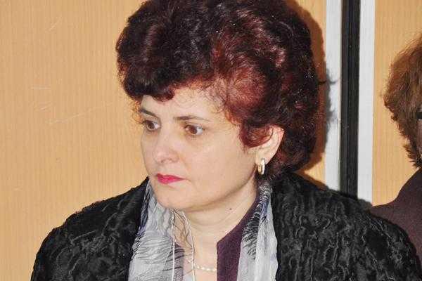 În timp ce Argeşul e bântuit de scarlatină, Sorina Honţaru e preocupată de concursul pentru şefia DSP 4