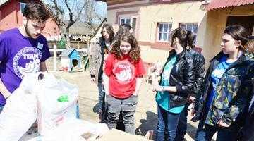 TEAM Mioveni şi Centrul Cultural Mioveni au donat pentru patru familii nevoiaşe 3