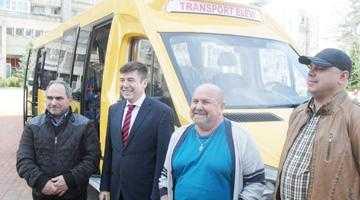 Două microbuze şcolare pentru Miceşti şi Rociu 2