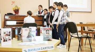 """S-a dat startul ediţiei a II-a a concursului """"Bătălia cărţilor"""", la Biblioteca Judeţeană 2"""