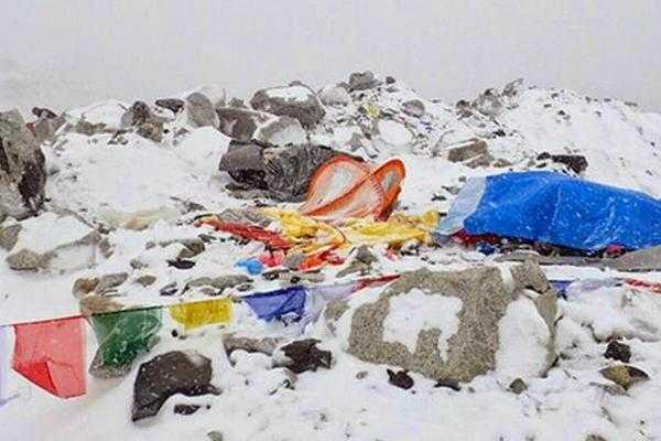 Alpiniştii argeşeni Teo Vlad şi Alex Găvan, surprinşi de cutremurele din Himalaya 5