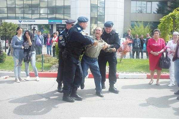 Incident la deschiderea Simfoniei Lalelelor: protestatar reținut de Poliție 4