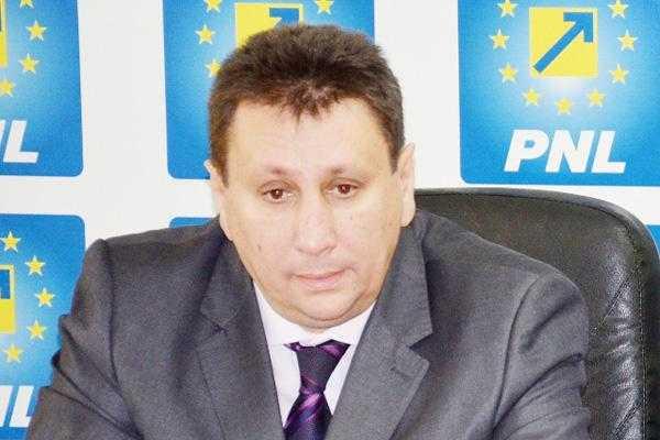 """Consilierul local Mihai Tudor: """"Trebuie oprit măcelul spaţiilor verzi din Piteşti!"""" 6"""