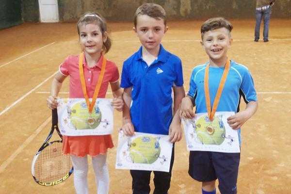 Sportivii din Mioveni, medaliaţi cu aur și argint la tenis de câmp 2