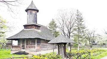 Biserica de lemn din Drăguţeşti, lăcaş de cult păstrat la Muzeul Goleşti 5