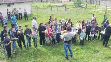 Motocicliştii au dat cadouri copiilor din Nucşoara 5