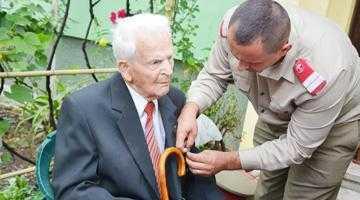 Veteran de război din Mioveni, felicitat  de Ministrul Apărării la un secol de viaţă 3