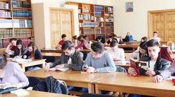 """Sala de Lectură a Bibliotecii Judeţene """"Dinicu Golescu"""" Argeş pune la dispoziţia cititorilor peste 200.000 de lucrări 5"""