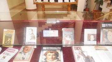 Expoziţie dedicată Zilei Naţionale a Franţei la Biblioteca Judeţeană Argeş 6
