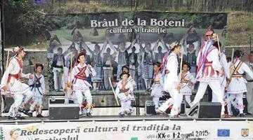 Peste 4.000 de persoane au fost prezente la Festivalul Brâul de la Boteni 6