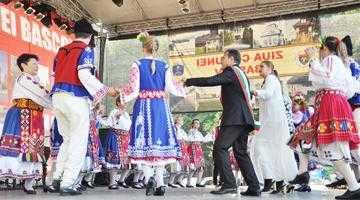 Peste 5.000 de oameni şi invitaţi de top la Ziua Bascovului 9