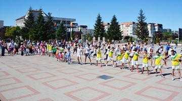 Peste 300 de persoane au participat la FlashMob în Mioveni 5