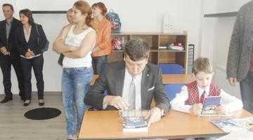 """Întâlnire de gradul trei! Preşedintele Tecău şi consilierul Narcis Sofianu au fost în prima zi de şcoală la """"Castelul Piraţilor"""" 4"""