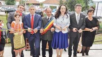Tur de forţă într-o singură săptămână. Deputata Simona Bucura Oprescu l-a însoţit pe Liviu Dragnea la Ţebea, apoi a participat la deschiderea anului şcolar în comuna natală 6